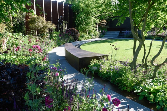 GOLD medal winning Chelsea Barracks Garden, designed by Jo Thompson.